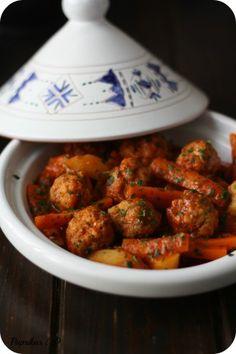 Tajine de Boulettes de Cabillaud à la Chermoula  Ingrédients des boulettes :  - 4 filets de cabillaud  - 1 gousse d'ail  - 1 CS persil haché  - Sel et poivre  - 4 Carottes  - 2 tomates  - 4 pommes de terre  - 1 oignon  - 120 ml d'eau  - 3 CS huile d'olive    Ingrédients de la chermoula :  - 3 CS coriandre haché  - 2 CS persil haché  - Sel  - Poivre  - 2 gousses d'ail hachés  - 1 CS paprika  - 1 CS cumin  - 2 CS jus de citron  - 3 CS d'huile d'olive