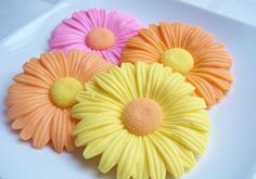 Bright and cheery daisy soap perfect for Spring.