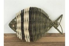 Decorative willow fish made using Somerset willow. Buy decorative willow fish at Musgrove Willows Modern Crafts, Diy And Crafts, Arts And Crafts, Weaving Projects, Weaving Art, Willow Weaving, Basket Weaving, Basket Willow, Willow Green