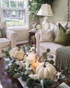 You can find these and more beautiful ideas for an autumn decoration in the house on Kreativliste. Fall Home Decor, Autumn Home, Diy Home Decor, Room Decor, Autumn Decor Living Room, Country Fall Decor, Country Home Magazine, Autumn Decorating, Décor Boho