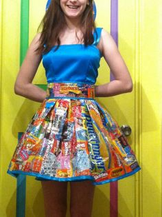 Sweet 16 dress made from candy wrappers Crazy Dresses, Sweet 16 Dresses, Summer Dresses, Fashion Moda, Fashion Week, Fashion Show, Fashion Design, Fancy Dress, Dress Up