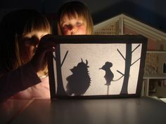 The Gruffalo. mousehouse: DIY shadow puppet theatre zelfgemaakt theather bij the gruffalo child en z The Gruffalo, Gruffalo Eyfs, Gruffalo Activities, Gruffalo Party, Eyfs Activities, Activities For Kids, Shadow Art, Shadow Play, Puppet Show