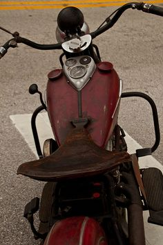 Vintage Motorcycle Helmet, Old-fashioned Indian Bike and even more in Old, Old-fashioned, Classical. Motos Retro, Motos Vintage, Vintage Indian Motorcycles, Antique Motorcycles, American Motorcycles, Vintage Bikes, Custom Motorcycles, Indian Motorbike, Motos Harley