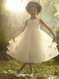 I love this flower girl dress. it is also disney inspired, it's Cinderella!