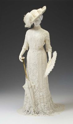 "fashionsfromhistory: "" Tea Gown France Mint Museum "" This dress is beautiful but I don't believe it should be labeled ""tea gown."" It's been my understanding that a tea gown would NEVER be worn. Edwardian Clothing, Edwardian Dress, Antique Clothing, Historical Clothing, Edwardian Era, Victorian Dresses, Victorian Gothic, Gothic Lolita, 1900s Fashion"