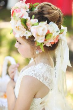 Flower girl flower crown - adorable! {Vine & Light Photography}