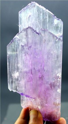 186 Gram Dazzling Pink Color Natural Kunzite Twin Crystal with Excellent Luster