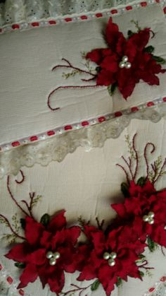 Navidad Ribbon Embroidery Tutorial, Rose Embroidery, Hand Embroidery Stitches, Silk Ribbon Embroidery, Cloth Flowers, Lace Flowers, Felt Christmas Decorations, Christmas Crafts, Rose Comforter