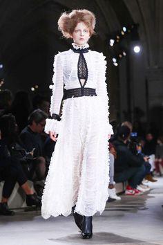 Alexander McQueen Ready To Wear Fall Winter 2015 Paris - NOWFASHION