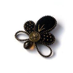 Stylish Zipper Brooch with Rose Black Felt Leaf with by PinkiWorld