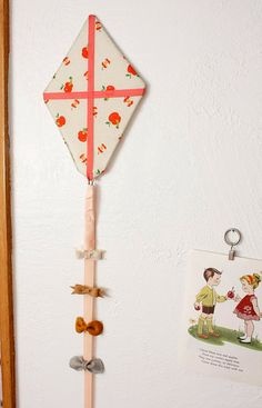 This reminds me of the kite (and balloon) my mom made for our bedroom. This is a great additional storage idea.