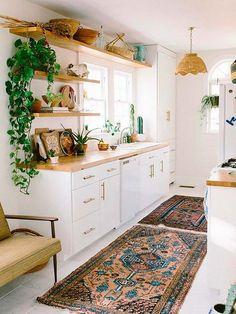 Cocina con plantas decorada con alfombras