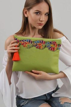 Pochette Diy, Blue Handbags, Prada Handbags, Handbags Online, Embroidery Bags, Indian Embroidery, Diy Bags Purses, Boho Bags, Jute Bags