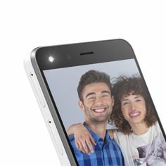SELFIE SYSTEM: 5Mpx FOV 88º front camera with flash