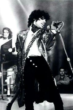 Prince  belting it out there○