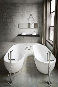 great idea of putting tubs side by side, making the room looks bigger. Great wall and mirror as well