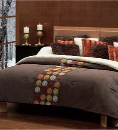 I would love to get a new bedspread. I think that it's good to shake things up every now and then. It can really keep your room looking fresh. Bedroom Colors, Bedroom Decor, Flannel Quilts, Master Room, Stylish Bedroom, Decorating Small Spaces, Bed Covers, Bed Spreads, Comforters