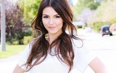 70 hairstyles for fine hair and tips for good care Date Hairstyles, Chic Hairstyles, Easy Hairstyles For Long Hair, Creative Hairstyles, Beautiful Hairstyles, Victoria Justice Fotos, Casual Curls, Hair Loss Reasons, Two Ponytails
