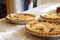 「キッシュ」は、元々、「キッシュ・ロレーヌ」と親しまれるフランス、アルザス・ロレーヌ地方の伝統的なお料理。内容は、パイ生地に卵、牛乳、クリーム、ベーコン、そしてチーズと、いたってシンプル。フルフル濃厚な卵とチーズの味や食感に思わずため息が漏れてしまうほど。とにかく絶品の卵料理です。