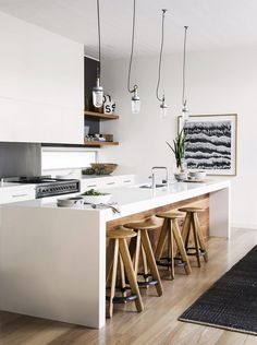 A well-planned kitchen layout is crucial to kitchen design and helps to create an efficient, enjoyable space. We look at the pros and cons of the most popular kitchen layouts. Kitchen Dinning, Kitchen On A Budget, New Kitchen, Kitchen Decor, Kitchen Island, Kitchen Ideas, Kitchen Storage, Küchen Design, Home Design