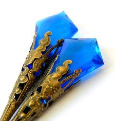 Elegant dangle sapphire blue lucite faceted earrings - Brass filigree cone