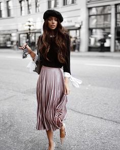Janice Joostema looks super chic in this outfit consisting of a pastel pink pleated skirt, bow sleeved top and black Dior beret Mode Outfits, Skirt Outfits, Fall Outfits, Fashion Outfits, Fashion Tips, Fashion Weeks, Chic Outfits, Fashion Clothes, Fashion Moda