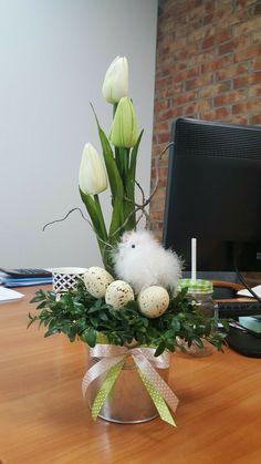 Easter Flower Arrangements, Easter Flowers, Spring Flowers, Floral Arrangements, Easter Table Decorations, Christmas Decorations, Easter Wreaths, Spring Crafts, Easter Crafts