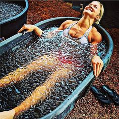 """Ice bathes actually help to burn more fat because your body works harder to keep itself warm.Than when your hot and you body cools itself.actually that's not the reason at all…ice baths constrict your blood vessels so that circulation is temporarily cut off.When you get out, blood rushes back into your muscles and """"cleanses"""" out all of the knots and build up of lactic acid..etc.It has nothing to do with fat loss."""