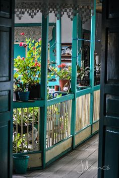 Old Veranda in Salento, Colombia Beautiful Places To Live, The Beautiful Country, Beautiful World, Beautiful Homes, Columbia South America, Visit Colombia, Mexican Hacienda, Caribbean Homes, Arquitetura