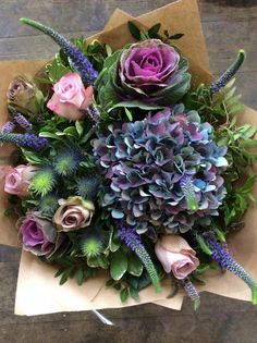 Love the purple ornamental cabbage thrown in this bouquet! Arte Floral, Deco Floral, Floral Design, Floral Bouquets, Wedding Bouquets, Wedding Flowers, Floral Wreath, Wedding Colors, Arrangements Ikebana