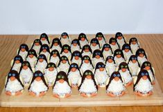 nepečené cukroví tučňáci - Hledat Googlem Christmas Cookies, Sweet Tooth, Food And Drink, Xmas, Sweets, Xmas Cookies, Christmas, Navidad, Christmas Crack