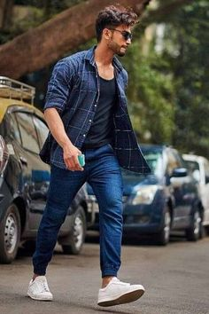 We take a look at the various style lessons from Rohit Khandelwal Model Poses Photography, Photography Composition, Men Fashion Photography, Wedding Photography, Photo Pose For Man, Stylish Photo Pose, Best Photo Style For Man, Best Poses For Men, Best Photo Poses