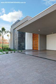 Fachada concebida por Karina Winter. http://www.comore.com.br/?p=26941 #anuariointerarq #book #livro #interarq #revistainterarq #arquitetura #architecture #archdaily #contemporary #decor #design #home #homestyle #instadecor #instahome #homedecor #interiordesign #lifestyle #modern #interiordesigns #luxuryhome #homedesign #decoracao #interiors #interior #karinawinter