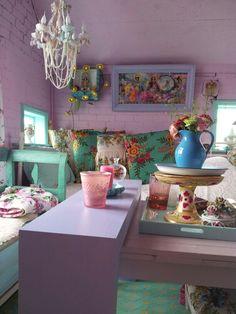 Lilac bohemian decor - lovely!