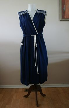 Vintage 70s Blue & White Sleeveless Wrap by BoutiqueThreadsCA