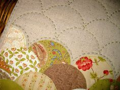 pieceful life: little quilt monday~~~clamshell mini quilt
