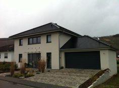 Einfamilienhaus mit Garage. Biberschwanzdeckung durch die Ludes GmbH in Leiwen (54340)   Dachdecker.com