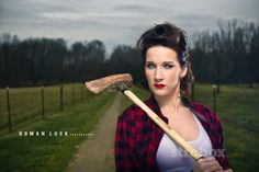 Portrait photo and lighting setup with Strobe, Shoot Thru Umbrella and Reflector by Roman Luck