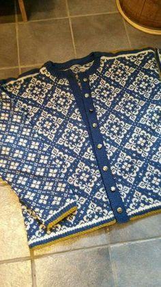Ingeborg i andre farver Knitting Charts, Baby Knitting, Norwegian Knitting, Fair Isle Pattern, Fair Isle Knitting, How To Purl Knit, Christmas Knitting, Knitting Designs, Bunt