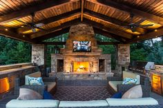 Artistic Landscapes creates beautiful outdoor kitchens and outdoor living spaces in Atlanta. Georgia.