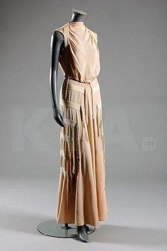 A Molyneux couture pale pink crepe evening gown, circa labelled Molyneux, 5 Rue Royale, Paris, adorned with bands and fringeds of pale ivory silk cord 1930s Fashion, Art Deco Fashion, Vintage Fashion, Fashion Design, Vintage Style, Fashion Trends, Belle Epoque, Vintage Dresses, Vintage Outfits