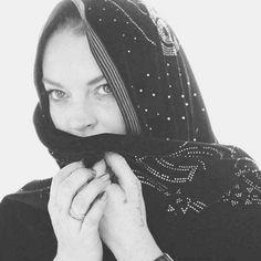 Haciéndole honor a su reciente devoción al islamismo, la actriz y cantante Lindsay Lohan intenta su carrera de diseñadora con una línea del Medio Oriente.