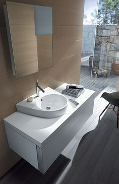Duravit offers the various types of wash basin designs, bathroom sinks, wash-hand basins for your modern and comfortable bathroom. Find the luxurious wash basin & wash bowl at a Duravit. Philippe Starck, Duravit, Dream Bathrooms, Small Bathroom, Bathroom Furniture Design, Wc Sitz, Home Office Storage, Vanity Units, High Quality Furniture