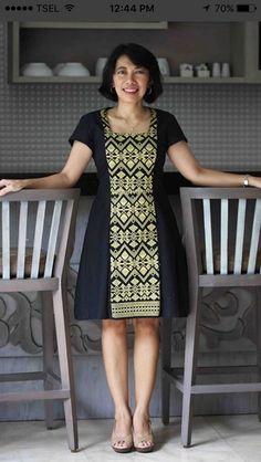 58 Ideas Diy Furniture Redo Headboard For 2019 Blouse Batik, Batik Dress, Stylish Dresses For Girls, Dresses For Teens, African Print Fashion, African Fashion Dresses, Kebaya Modern Dress, Diy Clothes Refashion, Frock For Women