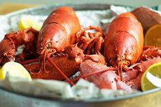 How to Cook a Live Lobster. Simple steps to cooking a live lobster perfectly every time! Cooking Games For Kids, Kids Cooking Recipes, Cooking Videos, How To Cook Brisket, How To Cook Liver, Cooking Chicken Wings, How To Cook Chicken, Pork Tenderloin Oven, Cooking Lobster Tails