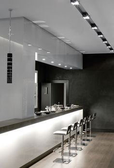 Pure interior design, project by Kreon with the Prologe lighting system _ #kitchen #light