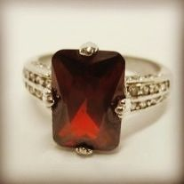 Vintage garnet ring - Jewelry by SuzieQ