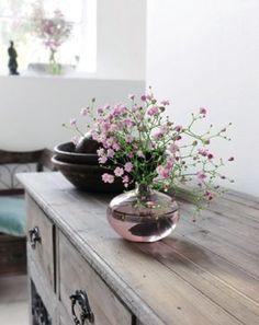 Donner une seconde vie à tous nos vieux meubles et bibelots en utilisant la nouvelle « Céruse Facile ». Une métamorphose qui se fait en un tour de main.