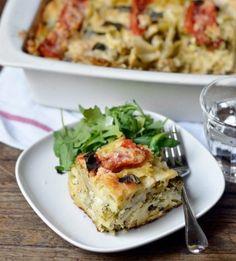 Tomato, Broccoli, and Mozzarella Pasta Casserole | theglitterguide.com