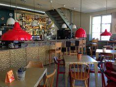 Bar Bistro Kukeke on tv-kokki Anni Arron bistromainen ravintola Telliskivi-kadulla. Kodikas ja edullinen.